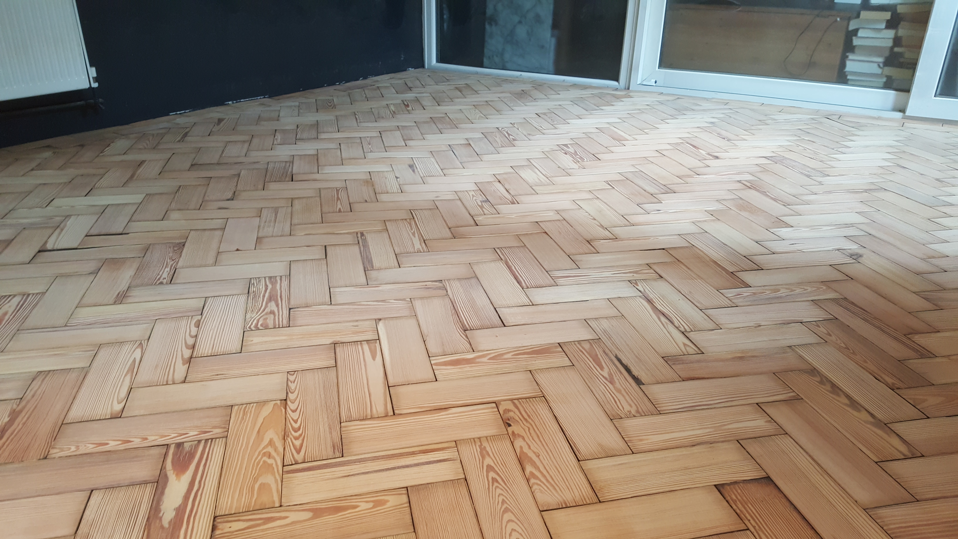 reclaimed-pine-herringbone-parquet-london-leyton-livingroom-4